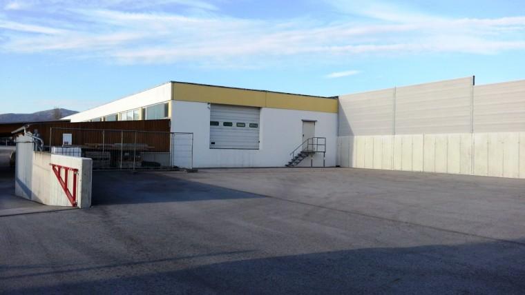Miete - Lagerhalle 1.400 m²,  in Traiskirchen mit großer Freifläche (Objekt Nr. 050/01758)